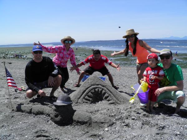 "From Adult/Family Category - ""Meal Time"" by Team Gossaws of Edmonds. (Photo courtesy City of Edmonds)"