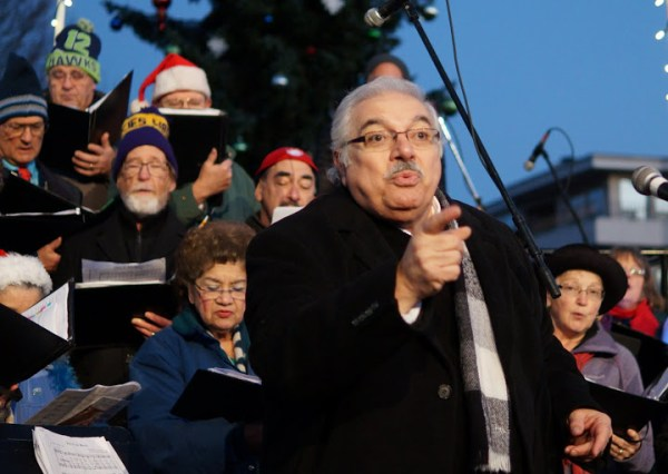 Frank DeMiero directs the Sno-King Community Chorale in holiday songs.