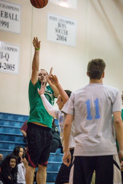 Edmonds-Woodway 1997-2005's Jake Hitchner (2001) hits a long three-pointer to win the overtime sudden death game against the 2015 Meadowdale team in a first-round game.