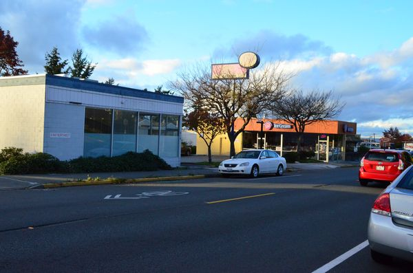 Both the building housing the Baskin-Robbins as well as the vacant building to the south will be torn down to make way for the HomeStreet bank branch on 5th Avenue South.