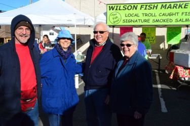 Finally able to enjoy an Edmonds Market as visitors, Museum market organizers Mike and Margaret Wilcox were all smiles as they're joined by Janice Carr and Bruce the Hot Dog guy. Bruce's hot dog cart, Dog Day Afternoon, never misses an Edmonds market.