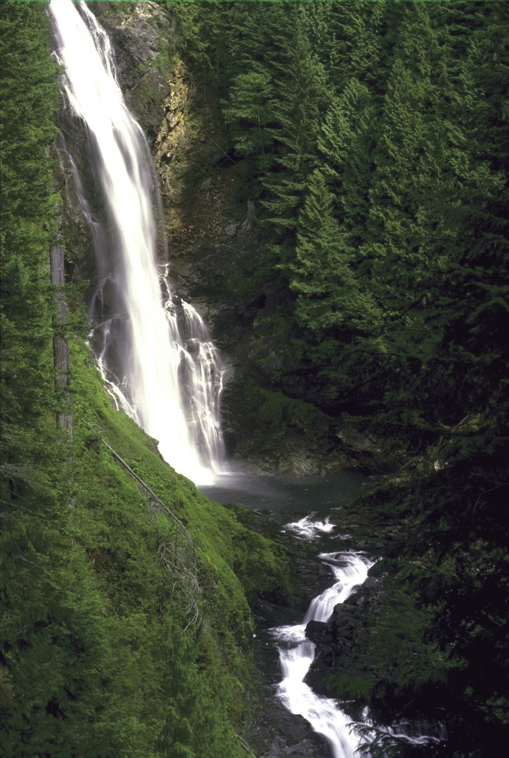 Day trip discoveries waterfall hikes are most spectacular for Most spectacular waterfalls