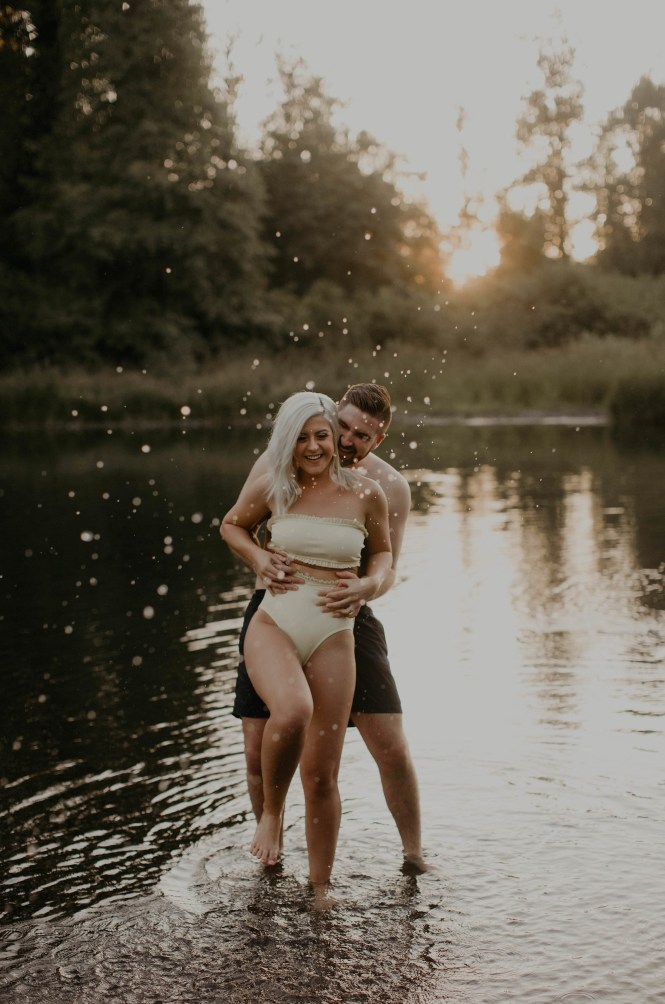 summer-on-the-lake-engagement-photos-36
