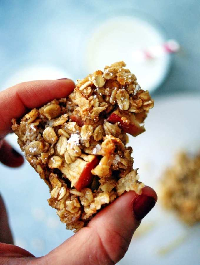 Healthy Baked Apple Oatmeal Bars1