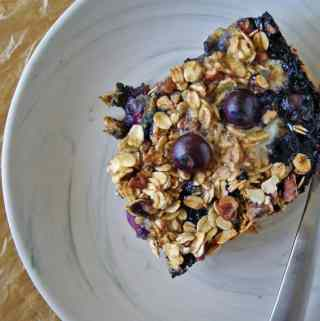 Blueberry & Banana Baked Oatmeal | anutritionisteats.com