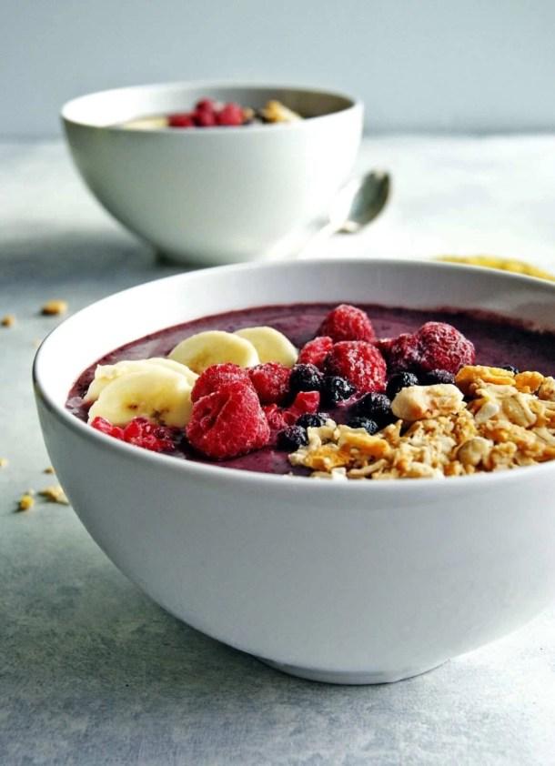 acai bowl with granola