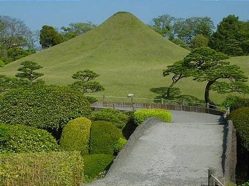 Jardin-Suizenji, colline représentant le Fujisan