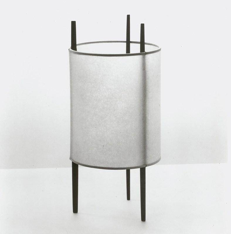 Noguchi-three-legged cylindar lmp, 1944, ©knoll internationalLamp-1060