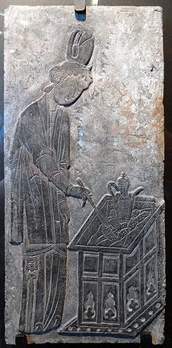 Femme préparant le thé – Brique estampée – Dynastie Song (960-1219)Femme préparant le thé – Brique estampée – Dynastie Song (960-1219)
