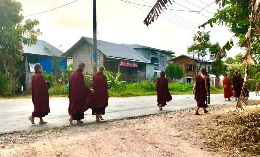 Alms Myanmar