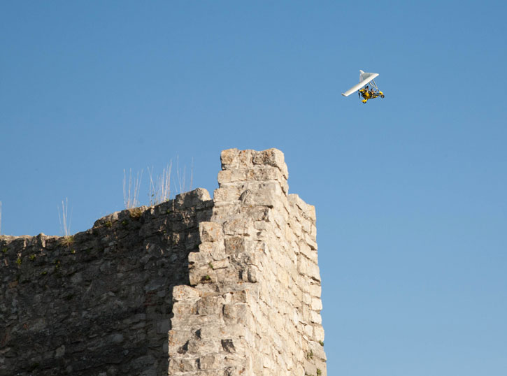 A gyrocopter having an aerial view of the wedding in Neuffen Castle.