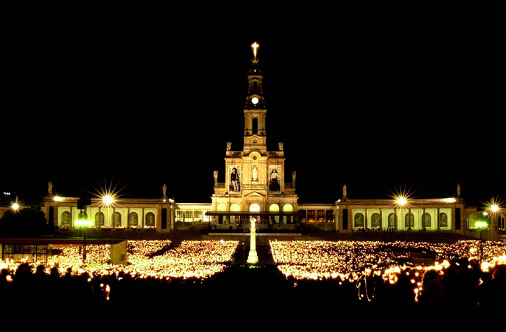 A glorious candlelight congregation at the Basilica square of the Fatima Shrine at night. (picture courtesy of Turismo De Portugal Centro)