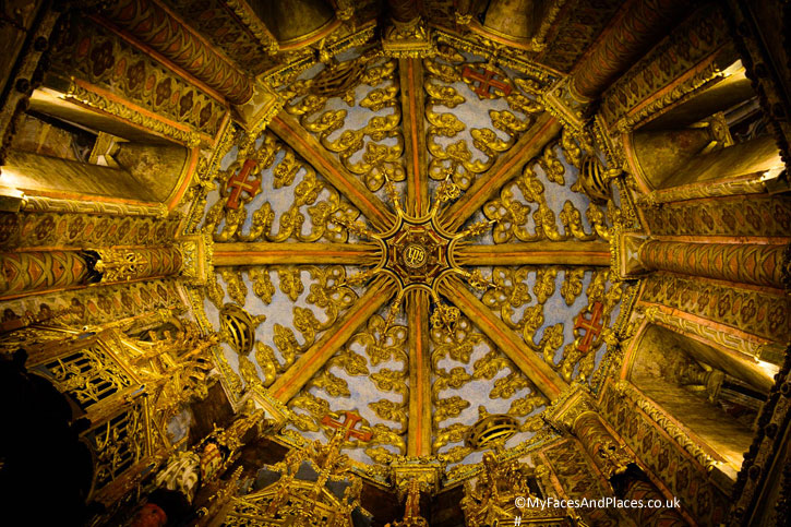 The exquisite ceiling of the Rotunda. (Image courtesy of Convento of Christ)