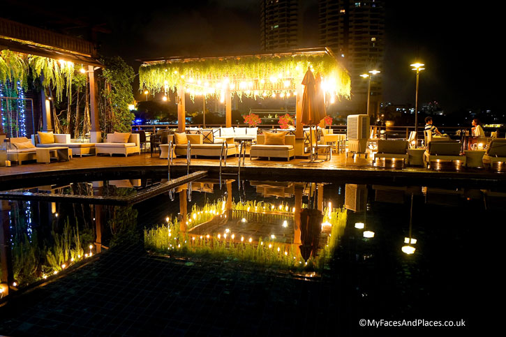 The pool by the riverside comes alive at night with the illumination.