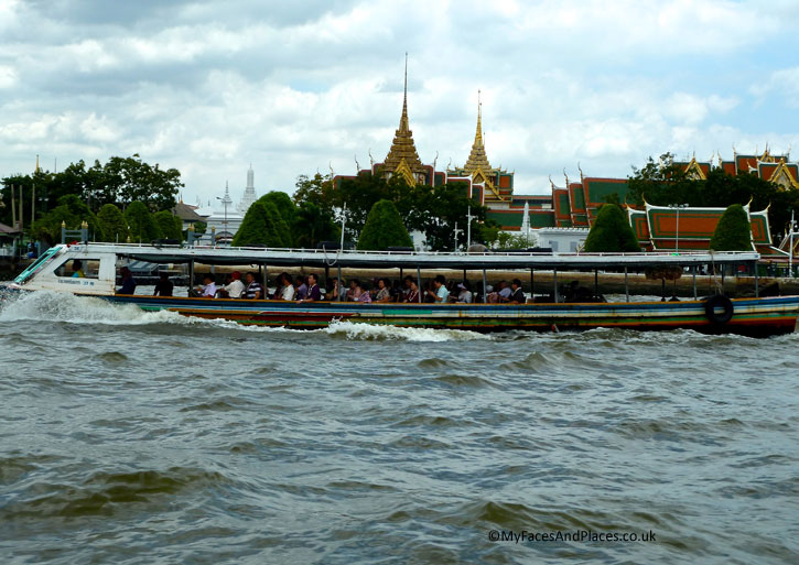 The Grand Palace is only minutes' away from Riva Surya by public express boats.