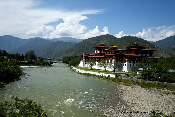 The magnificent Punakha Dzong - Bhutan the Beautiful