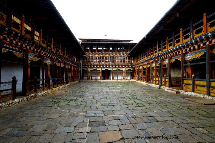 The ornate Trongsa Dzong in beautiful traditional design and artwork - Bhutan the Beautiful