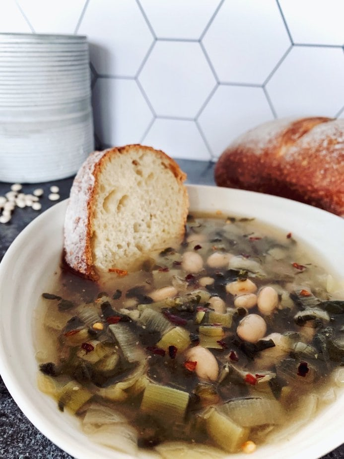 Italian white bean and spinach soup recipe   Tuscan white bean and sausage soup   white bean soup   white bean and sale soup   soup recipes   slow cooker white bean soup