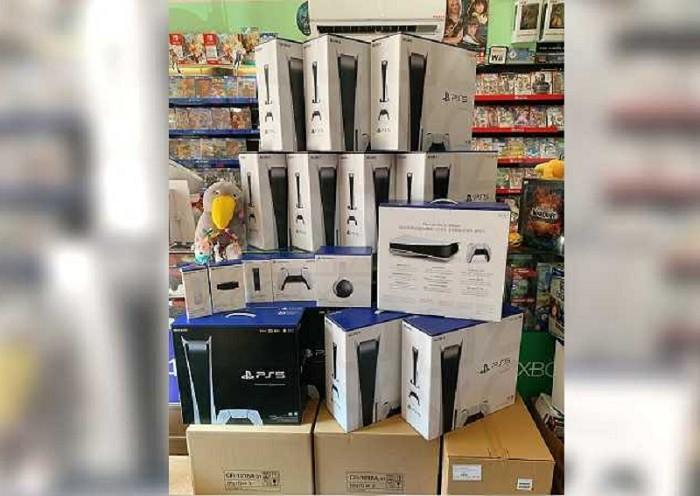 PS5正式在台上市,但基本嚴重缺貨,許多通路的進貨都是提供給先前預購的人。(圖/台南德周TV Game提供)