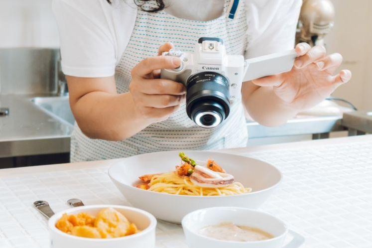 使用 EOS M50 搭配 EF-M 28mm f/3.5 Macro IS STM 鏡頭