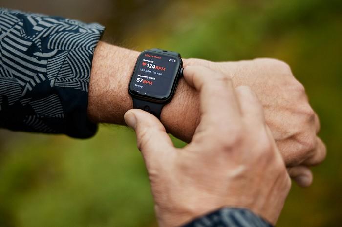 Bob March 收到 Apple Watch 的當下,發現一些值得留意的心率讀數
