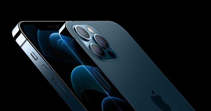 國際數據資訊分析2020年因疫情及品牌業者出貨減少,影響全年智慧型手機市場銷售,直到蘋果新機上市才有好轉,相較前一年市場下跌15.3%;圖為Apple iPhone 12 Pro Max。(圖/Apple)