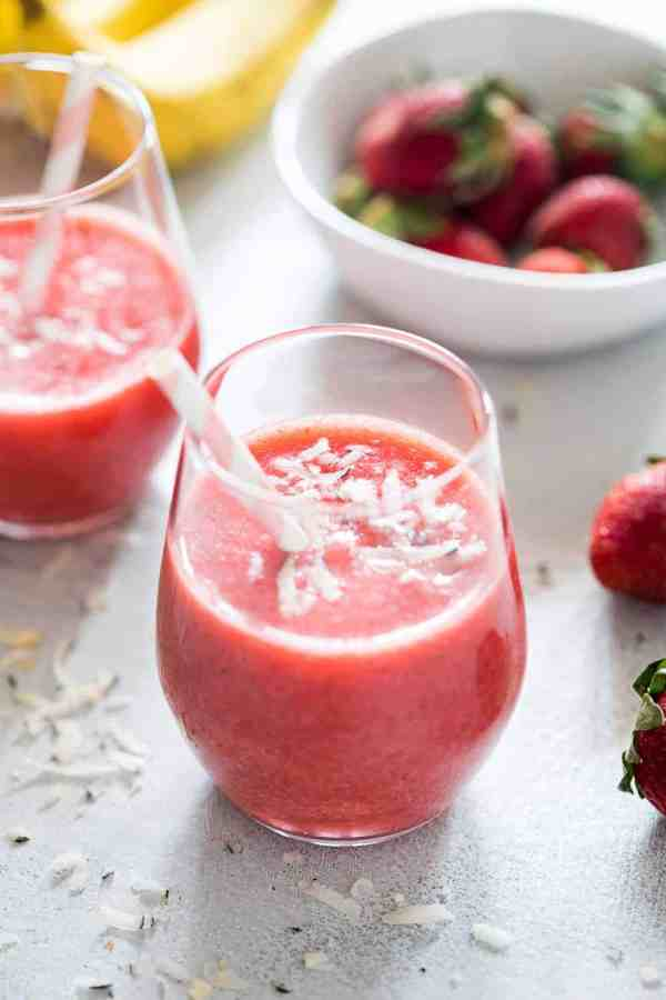 Simple, healthy strawberry banana coconut smoothie made with fresh fruits for a great start to your day! This breakfast smoothie is vegan, whole30 and paleo.