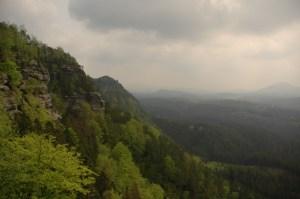 Вид сверху скалы