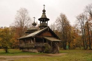 Деревянная церковь на территории музея