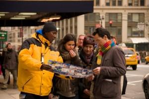 Зазывалы на экскурсии на улицах города навязчиво пристают к прохожим