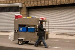 Продавец уличного фаст-фуд