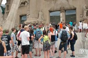 Туристы около храма