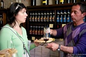 Юлия дегустирует вино у Марко