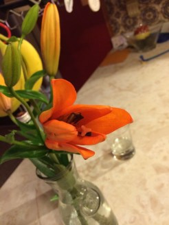 Clean kitchen and fresh flowers