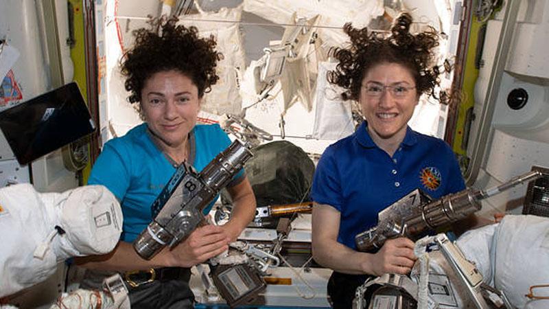 (From left) Jessica Meir and Christina Koch (NASA)