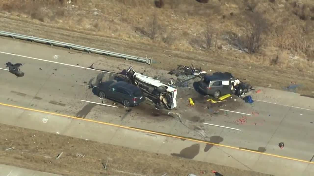 Crash kills 2 moms and their daughters on way to volleyball tournament