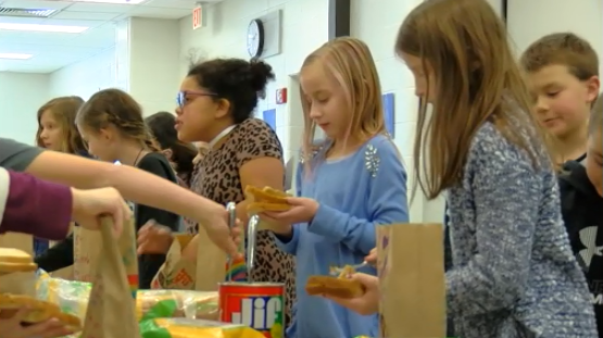Elementary school kids make lunches for the homeless