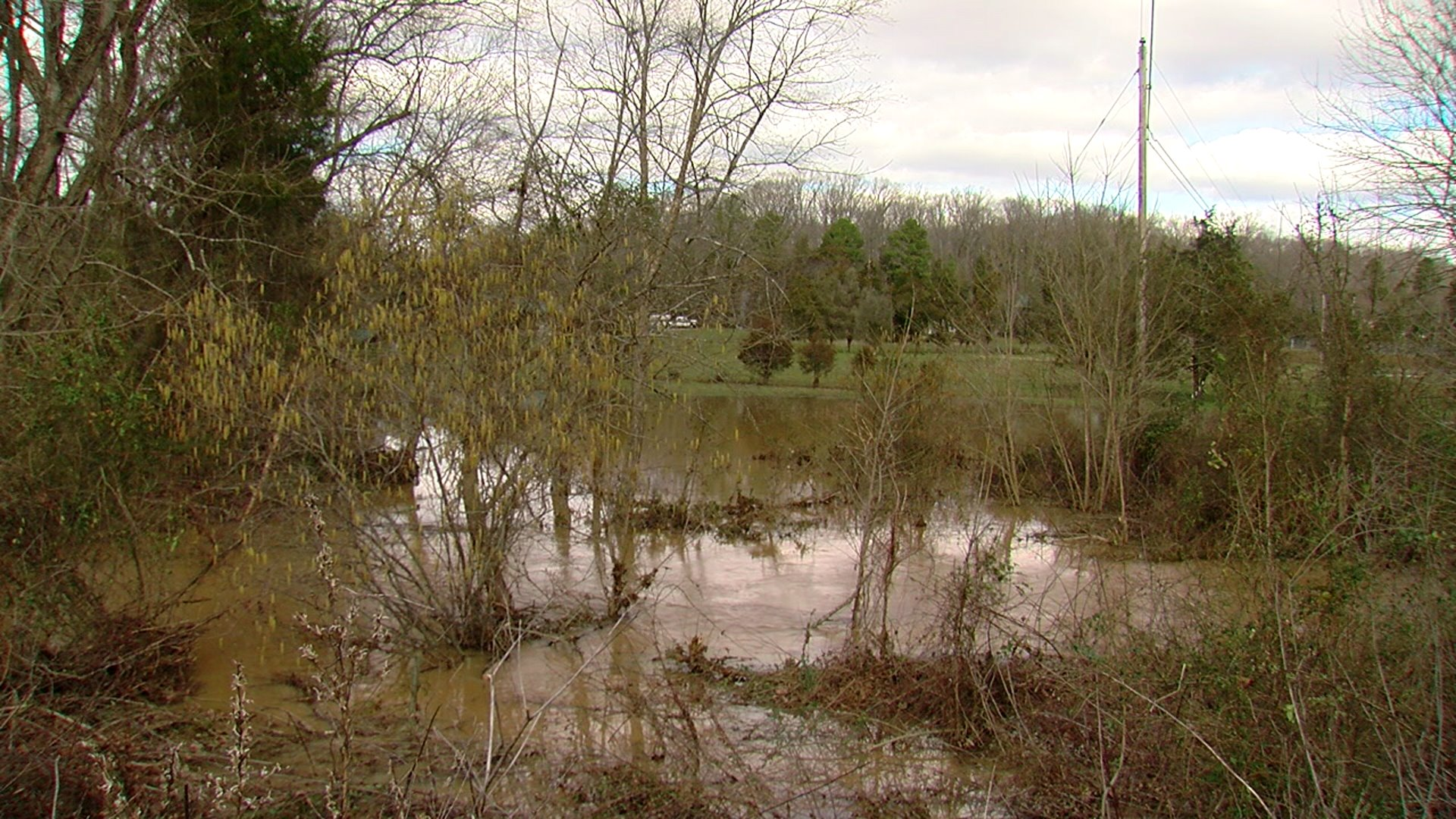 3 teens pinned to barbed-wire fence rescued from floodwater in Davidson County
