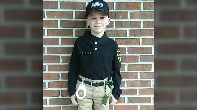 NC boy gets escort after being bullied for dressing as deputy for career day (credit: Lizzie Williamson)