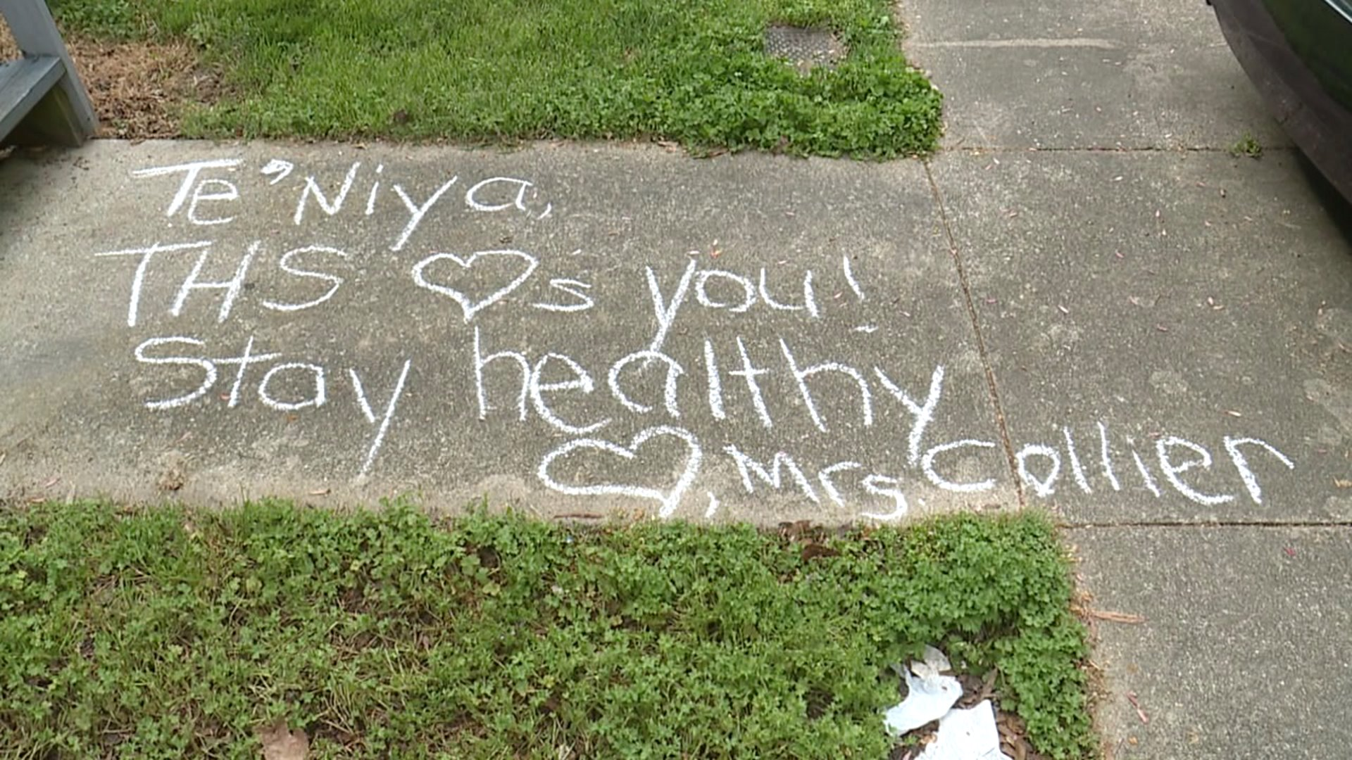 Thomasville teacher writes uplifting messages to students with chalk
