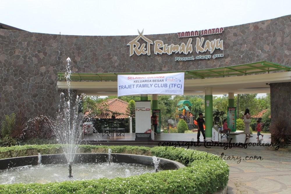 Taman Santap Rumah Kayu Serpong : Makan Enak Bonus Alam (1/6)