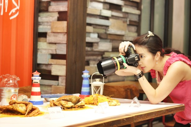 Mullie behind the scene at The Holy Crab Jakarta