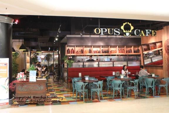 Tampak depan OPUS Cafe Plaza Indonesia
