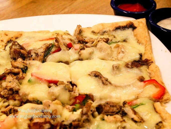 Black Pepper Chicken Pizza