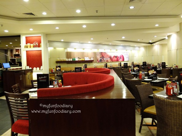 Suasana di Pizza Hut Puri Mall