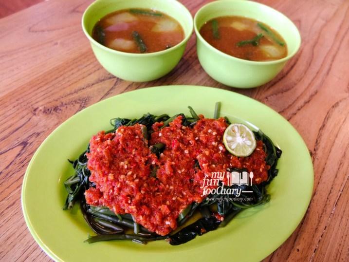 Plecing Kangkung & Sayur Asem