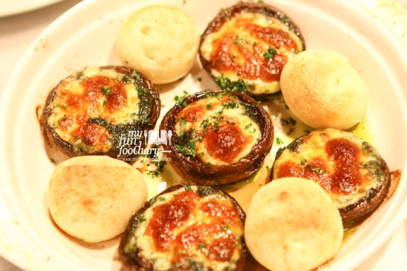 Baked Mushrooms with Pesto & Mozzarella