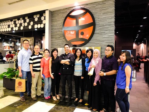 Family Pic with other Foodies at Marutama