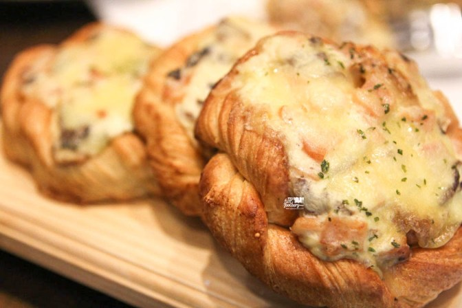Smoked Chicken and Mushroom Croissant