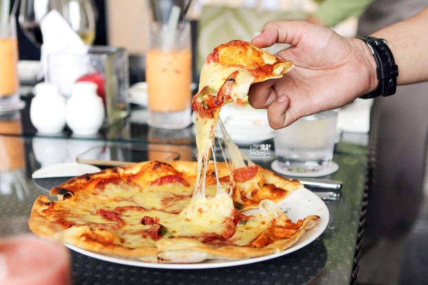 Pepperoni Pizza at Fresco Restaurant Hilton Bandung by Myfunfoodiary